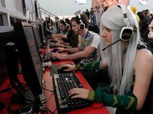 Female_gamers_have_it_bad-af6a76d96b17e3b1b53a9364bf7004bf